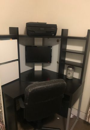 Corner computer desk with Chair for Sale in Dearborn, MI