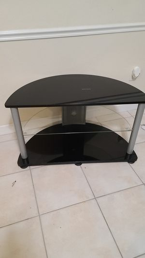 Tv stand holds up to 40 inch tv for Sale in Miami, FL