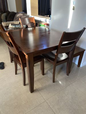 6 Piece Dining Set (Table and Chairs) for Sale in Fontana, CA