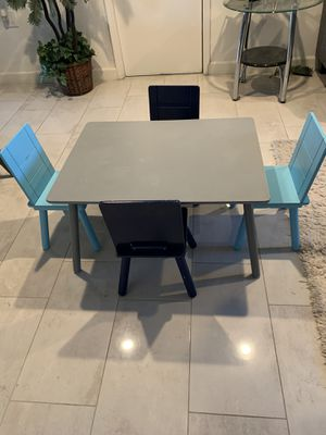 Wooden little kids table withñ 4 chairs for Sale in Phoenix, AZ
