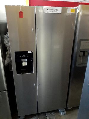 "New Whirlpool Refrigerator 33"" Wide for Sale in Long Beach, CA"