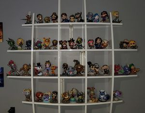 49 League of legends figures. for Sale in Arcadia, CA