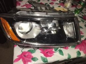 Drivers passenger side headlight for 2014 -15 Jeep Grand Cherokee for Sale in Queens, NY