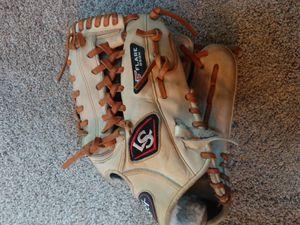 Louisville slugger baseball/softball glove for Sale in Bothell, WA