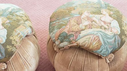 2 Beautiful Cushion Lateral Gobelino Seats for Sale in Fresno,  CA