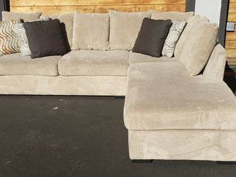 Beige Sectional Couch- Great Condition- Free Delivery for Sale in San Diego,  CA
