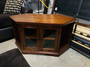 Wood Corner TV stand for Sale in Fayetteville, GA