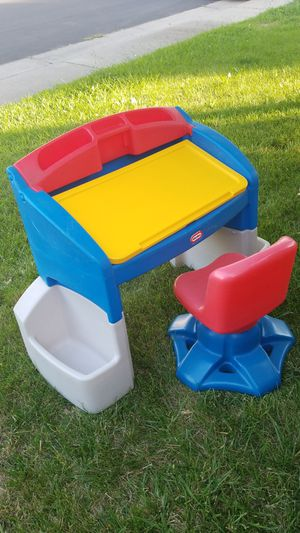 Little tikes desk for Sale in Elk Grove, CA