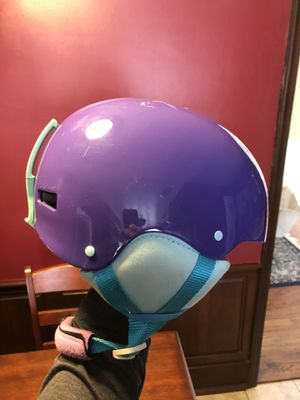 Youth Girls snowboarding helmet for Sale in New Hartford, NY