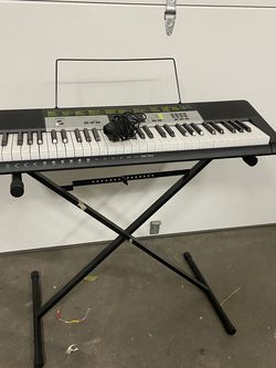 Casio Keyboard With Stand for Sale in Irvine,  CA