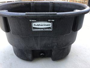 Rubbermaid 70 gallon for Sale in Miami, FL