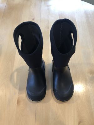 Bogs Snow Boots Little Kids size 11, Black for Sale in Long Grove, IL