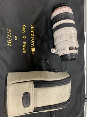 Canon 100-400mm zoom lens for Sale in Simpsonville, SC