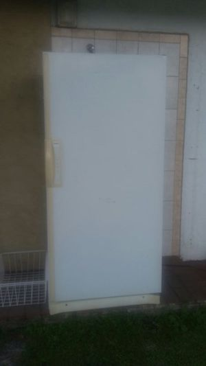 20 cubic foot upright freezer for Sale in Orlando, FL