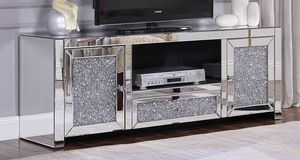 GLAM BLING Mirrored Glass/Faux Diamonds TV Stand CABINET / MESA GABETA VIDRIO for Sale in Rancho Cucamonga, CA