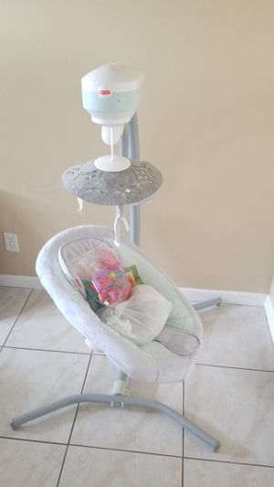 Baby swing almost new for Sale in Greenacres, FL