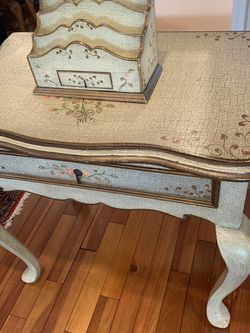 Beautiful Desk for Sale in Elmont,  NY
