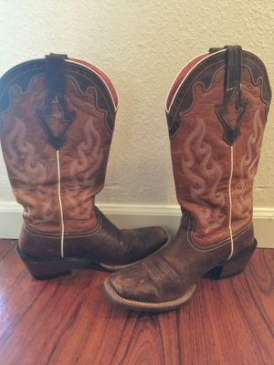 Women's Crossfire Caliente Ariat Cowboy Boots Size 9 B for Sale in Portland, OR