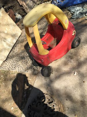 Kid toy car needs to be cleaned for Sale in San Bernardino, CA