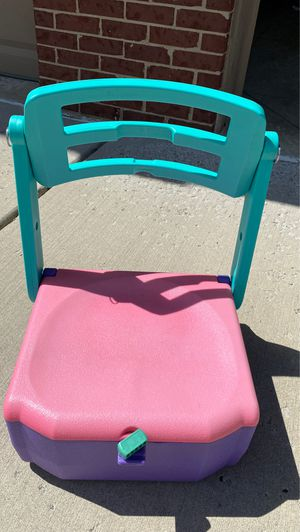Beach Chair and Cooler inside! for Sale in Plymouth, MI