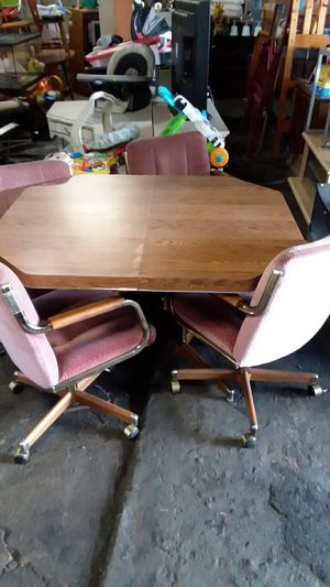 Used 5 piece dining table for Sale in Philadelphia, PA