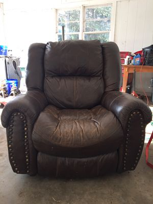 Leather Recliner Brown for Sale in Howardsville, VA