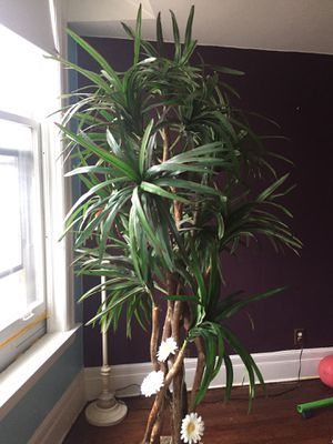 7.5 foot fake plant for Sale in Mount Clemens, MI