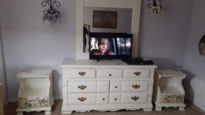 Bedroom dresser and end tables for Sale in Melbourne, FL