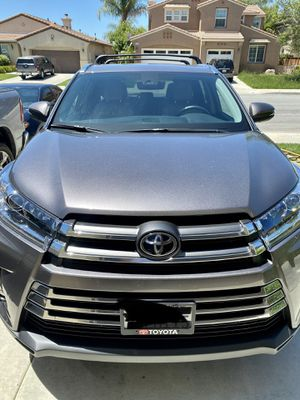 2019 Toyota Highlander limited for Sale in Moreno Valley, CA