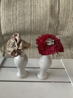 Pair of beautiful white ceramic vases with fabric flowers and bling centers for Sale in Deltona, FL