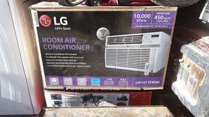 LG Air conditioner 10.000 btu/hr. 18x25 cools 450sqf for Sale in Phoenix, AZ