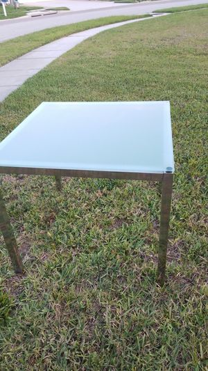 (Free) glass table for Sale in Land O Lakes, FL