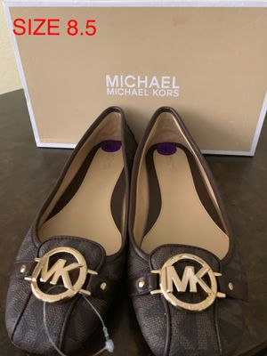 MICHAEL KORS SIZE 8.5 $60 Dlls NUEVO ORIGINAL for Sale in Fontana, CA