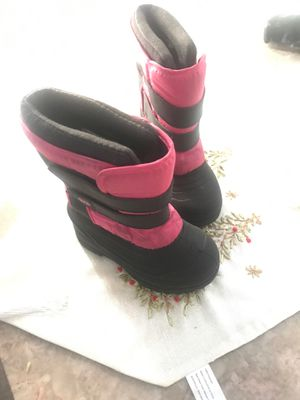 Snow boots size 8c pink and black for Sale in Moreno Valley, CA