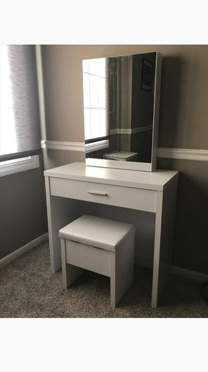 Brand new make up vanity set with lot of storage for Sale in Corona, CA