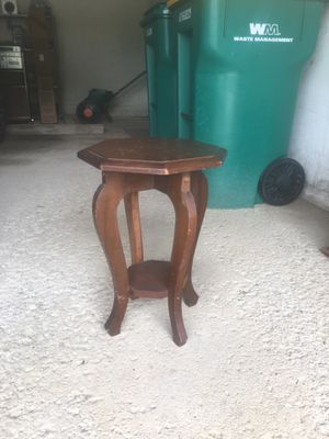 Hand-crafted Octagon, 2-Tiered Wood Table for Sale in Independence, OH