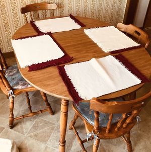 Kitchen Table and Chairs for Sale in Spartanburg, SC