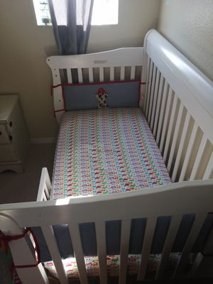 Bed cribs moving out sale for Sale in Haines City, FL