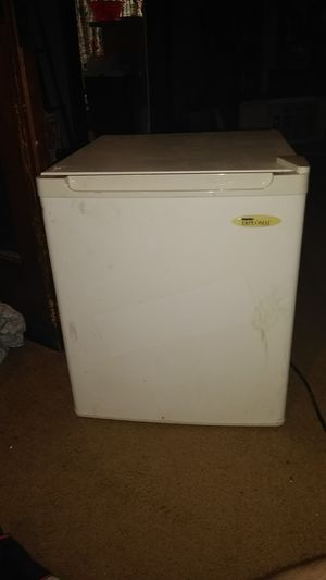 Anais mini fridge for Sale in Cleveland, OH