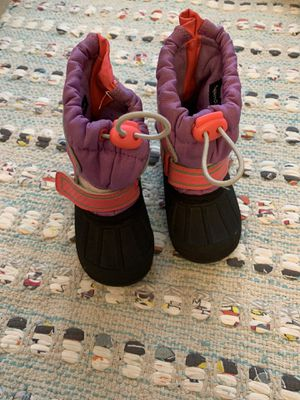 Girls snow boots- size 5/6 for Sale in Billerica, MA