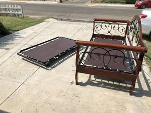 Twin Day bed with twin bed under. Camita twin con otra twin para meterse abajo for Sale in Bakersfield, CA