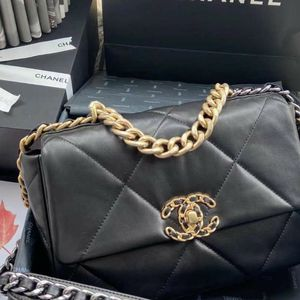 Chanel 19 Flap Bag (100% AUTHENTIC ) for Sale in Los Angeles, CA