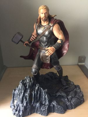 Thor statue collectible for Sale in Boca Raton, FL