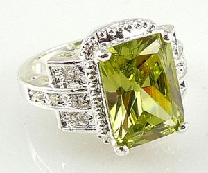 *NEW ARRIVAL* Elegant Princess Cut 2.95 ct Peridot 925 Stamped Ring Size 6/7/9/10 *See My Other 300 Items* for Sale in Palm Beach Gardens, FL