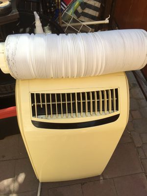 Royal portable air conditioner 10,000 btu. In good working conditions for Sale in Los Angeles, CA