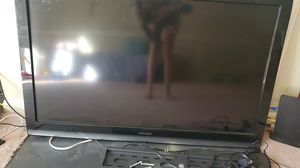 46 inch Toshiba TV with wall mount and Roku for Sale in Washington, DC