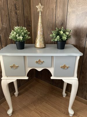 ANTIQUE STILE GREY AND WHITE BEAUTIFUL TABLE 32 L. 14 w. for Sale in Upland, CA