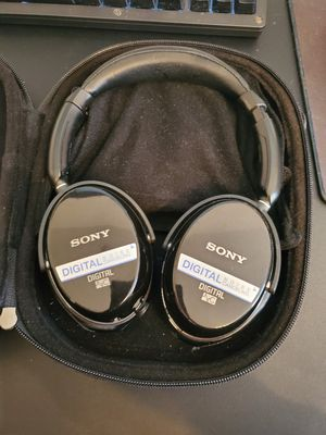 Sony active noise canceling headphones for Sale in Las Vegas, NV