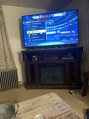 55 inch Hisence 4K UHD HDR smart TV with TCL sound bar included for Sale in Slatington, PA