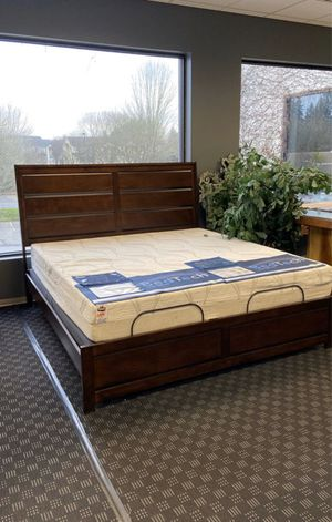 4 Piece Queen Bedroom Set - Price Includes: Bed Frame, Dresser, Mirror & 1 Nightstand for Sale in Vancouver, WA